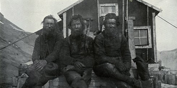 In 1901 a group of Swedish scientists travelled to Antarctica. It turned out to be a dramatic journey. Shortly before they were due to return home, their ship fastened in the ice and sank. The shipwrecked scientists were forced to remain for an additional year before another ship rescued them. (Photo: Swedish Museum of Natural History)